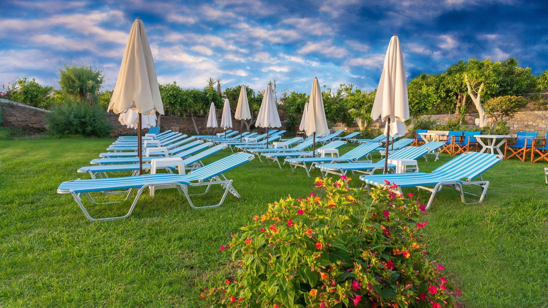 neon_hotel_crete_sunbeds